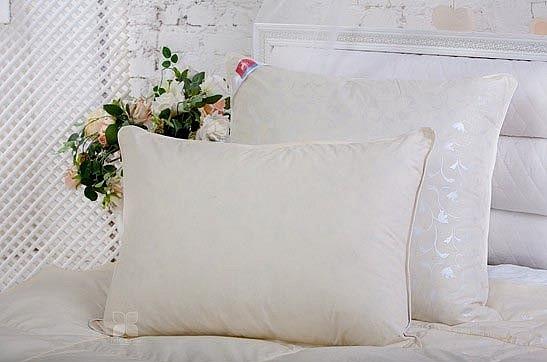 Подушка Легкие сны Тесса с полиэстеровым волокном и гусиным пухом